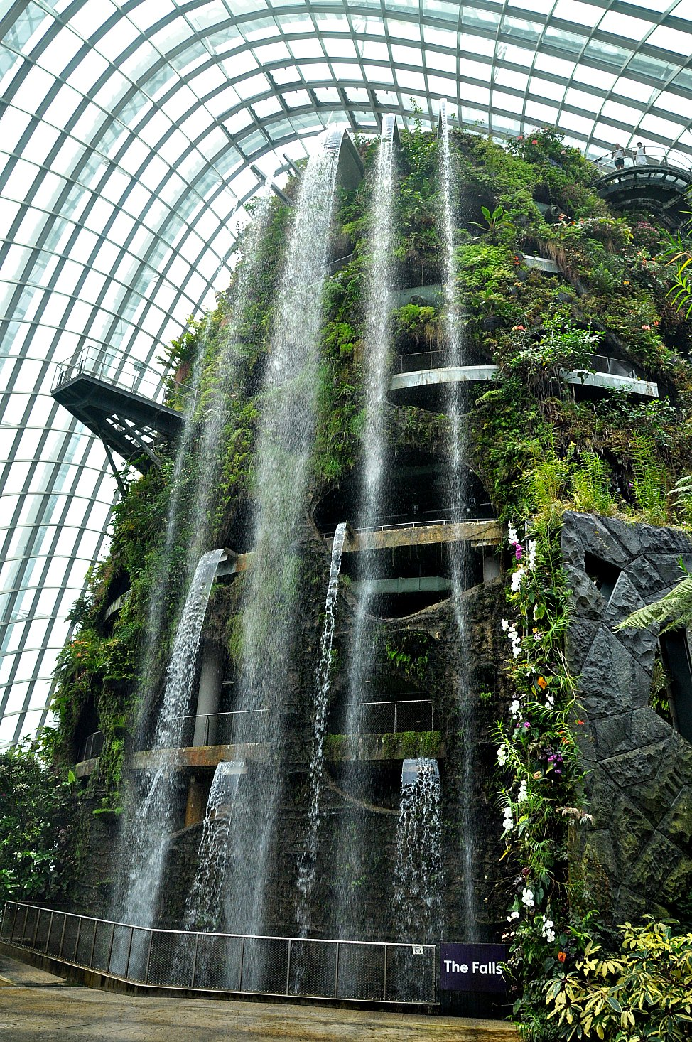 Indoor garten in singapur gardens by the bay singapore for Indoor botanical gardens