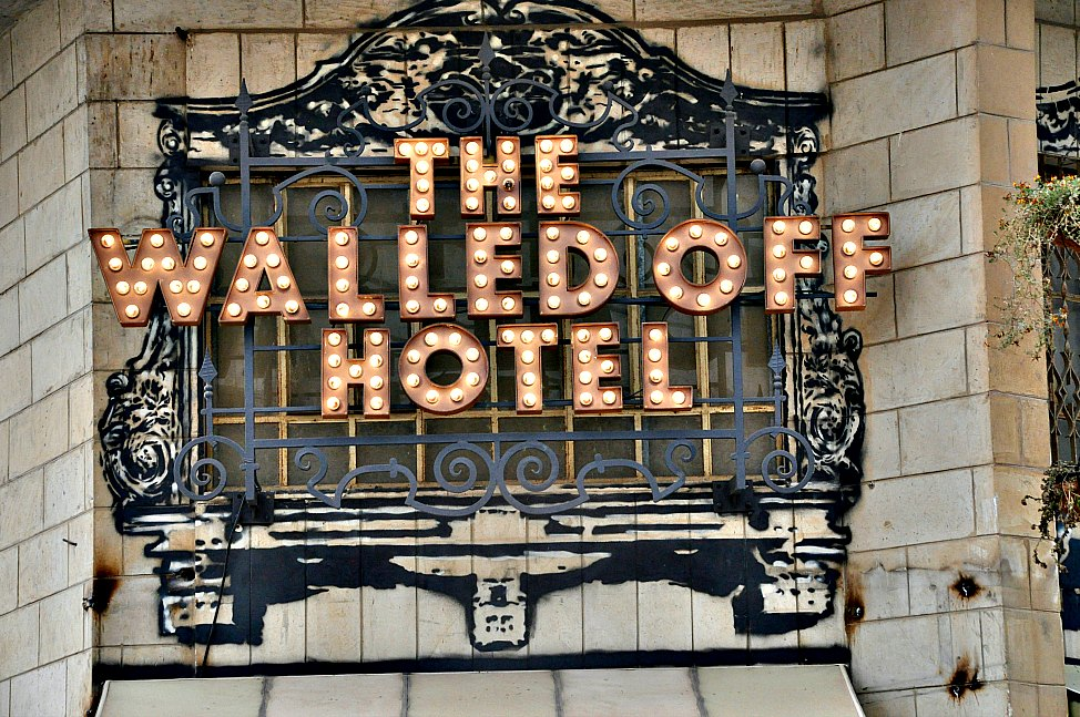 Post_Walled_Off_Hotel_Sign