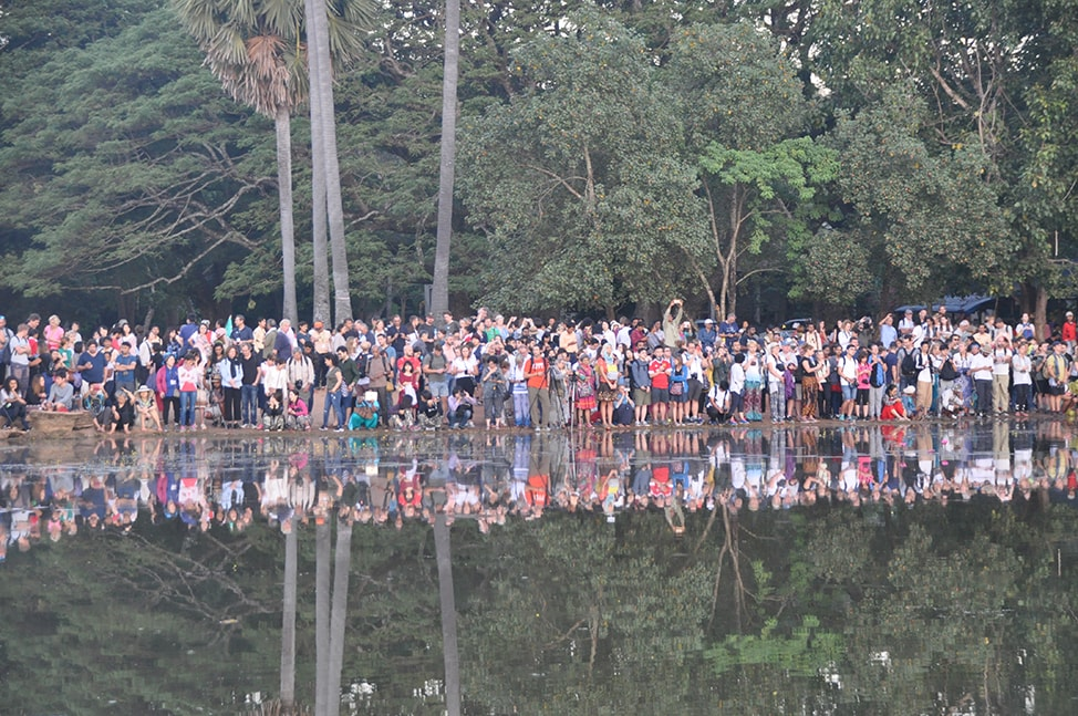 Image of crowds at Angkor Wat on the left side of the entrance
